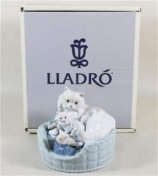 LLADRO KITTY CARE FIGURINE WITH BOX