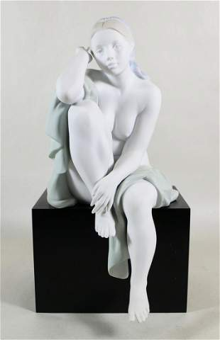LLADRO LOST IN THOUGHT FIGURINE