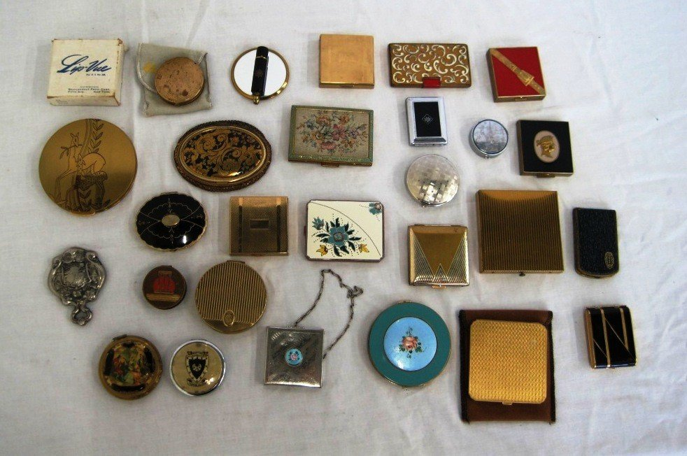 11: Lot of Vintage Compacts