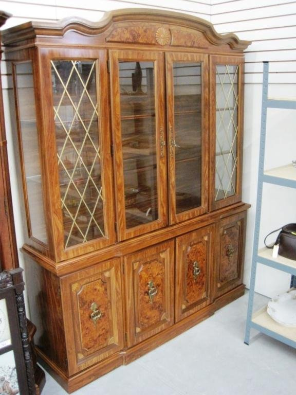 284: BROYHILL CHINA CABINET