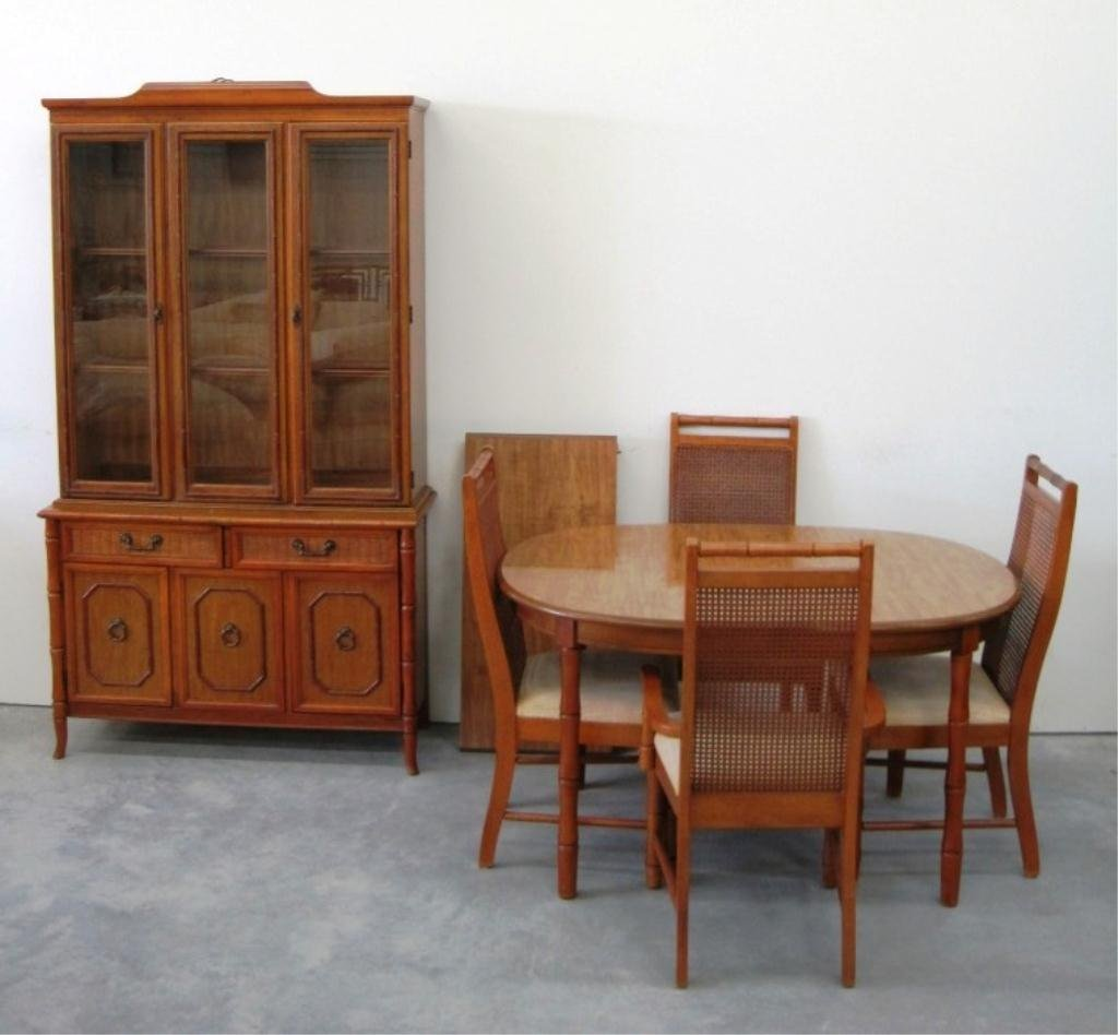 BROYHILL CHINA CABINET & TABLE W/ 4 CHAIRS