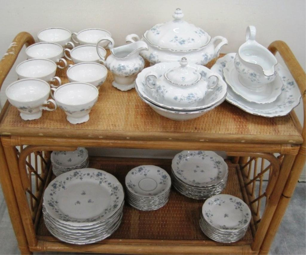 HAVILAND CHINA SET FOR 8