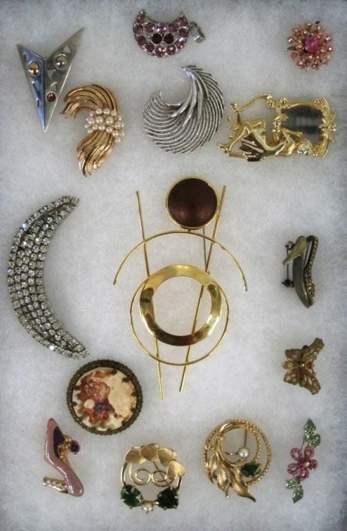 COSTUME JEWELRY LOT BROOCHES & MORE