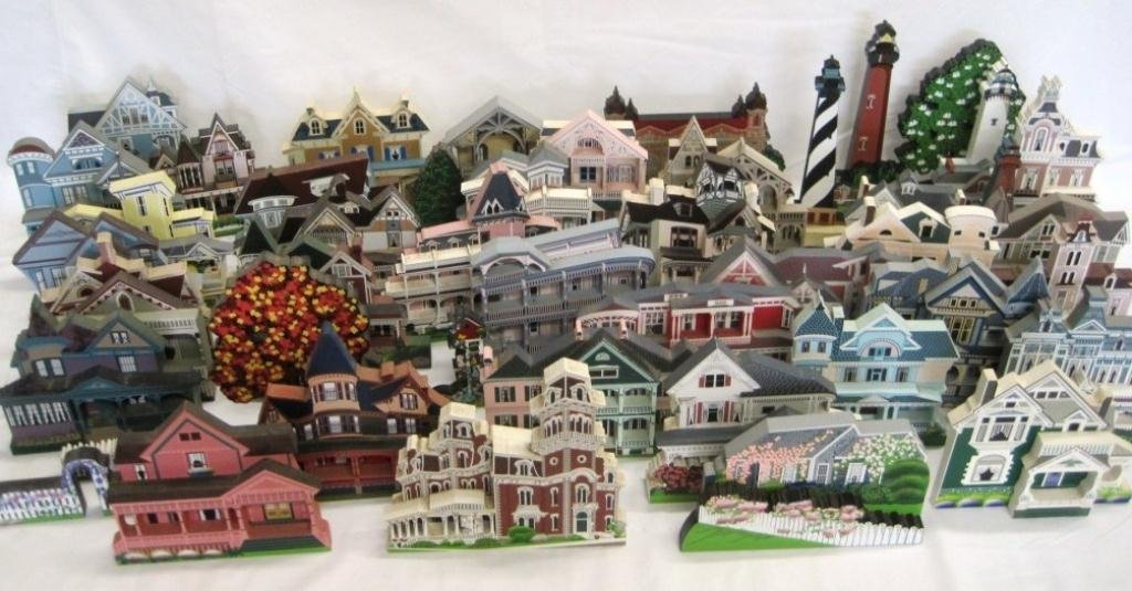 SHEILA'S COLLECTIBLE HOUSE COLLECTION - 44 HOUSES