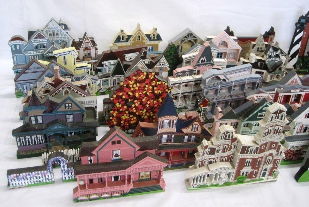 SHEILA'S COLLECTIBLE HOUSE COLLECTION - 44 HOUSES - 3