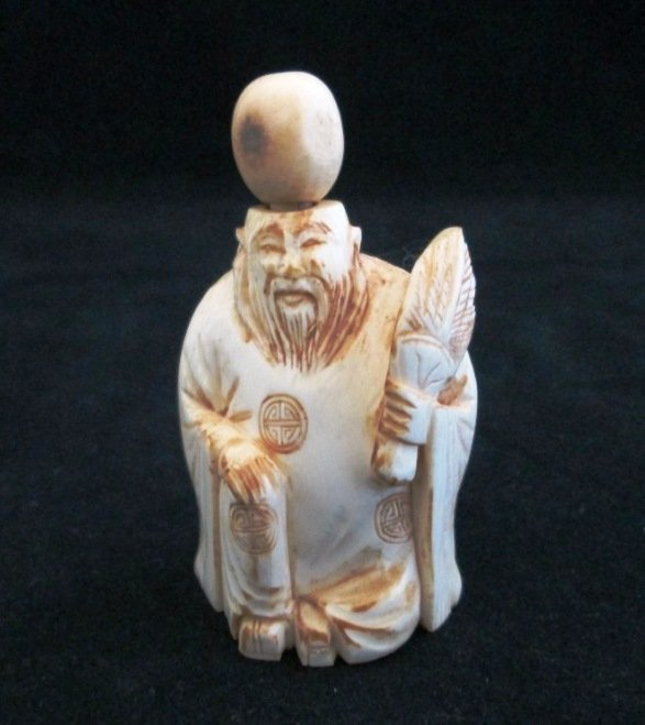IVORY CHINESE FIGURAL SNUFF BOTTLE