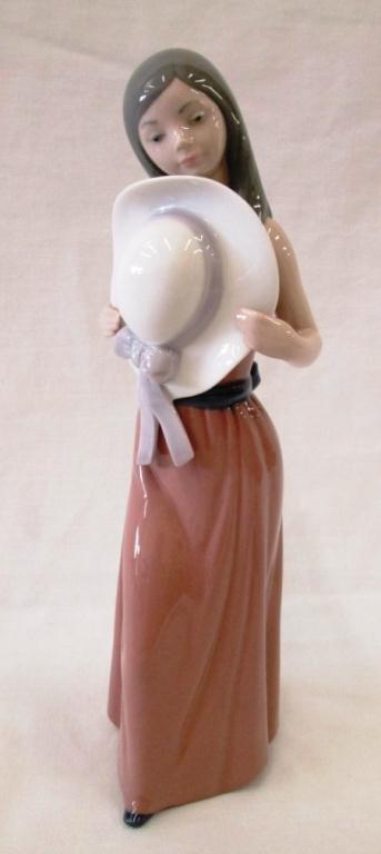 LLADRO BASHFUL GIRL WITH HAT