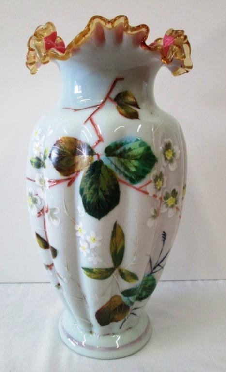 VICTORIAN RUFFLED GLASS VASE