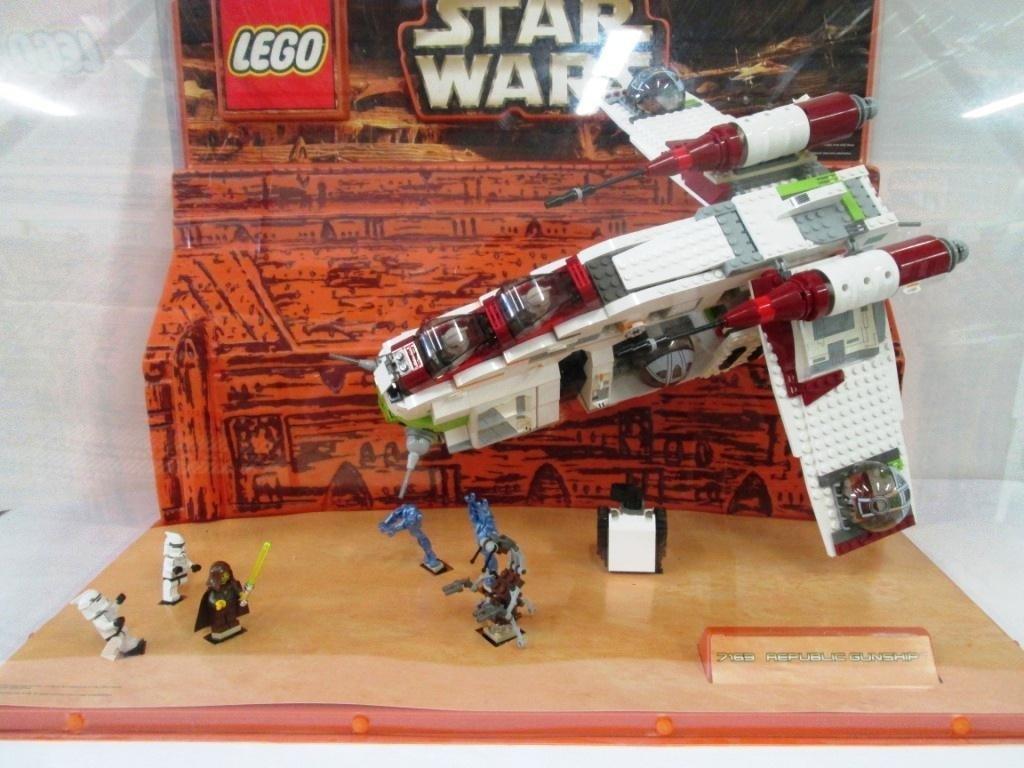 STAR WARS LEGO STORE DISPLAY