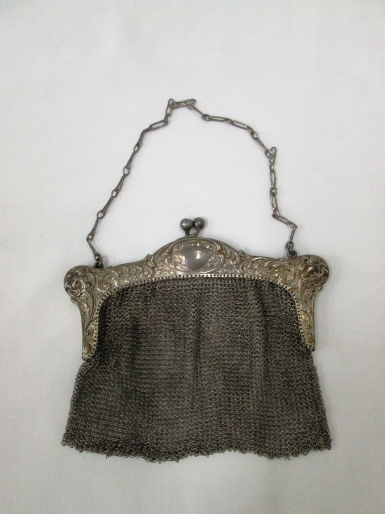 EARLY 20TH CENTURY 800 SILVER MESH PURSE
