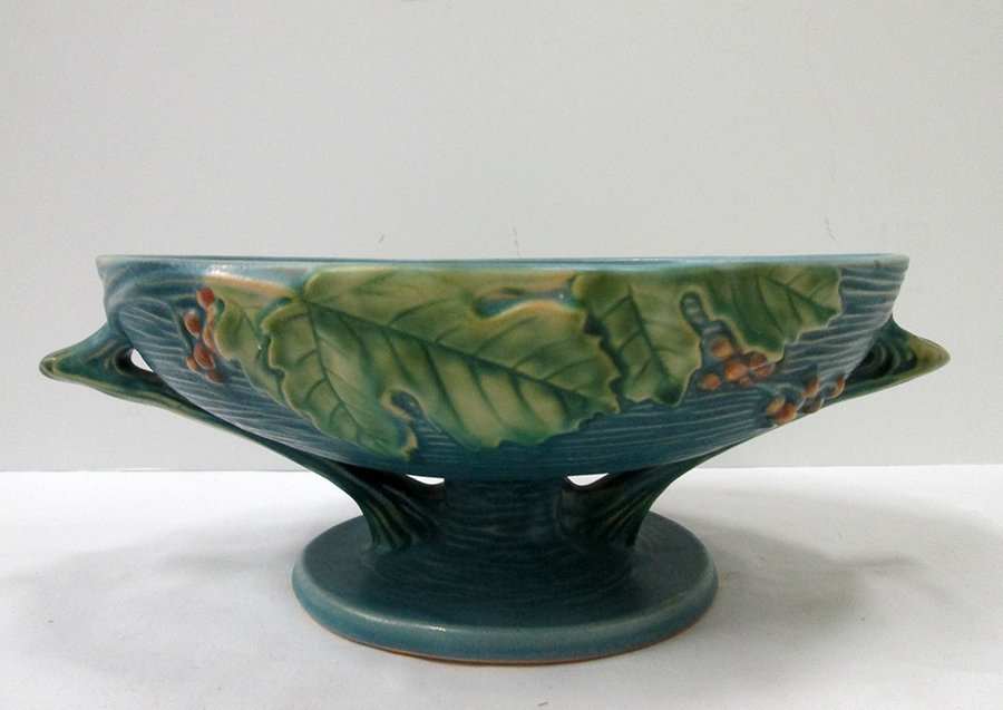 ROSEVILLE BUSHBERRY FOOTED BOWL