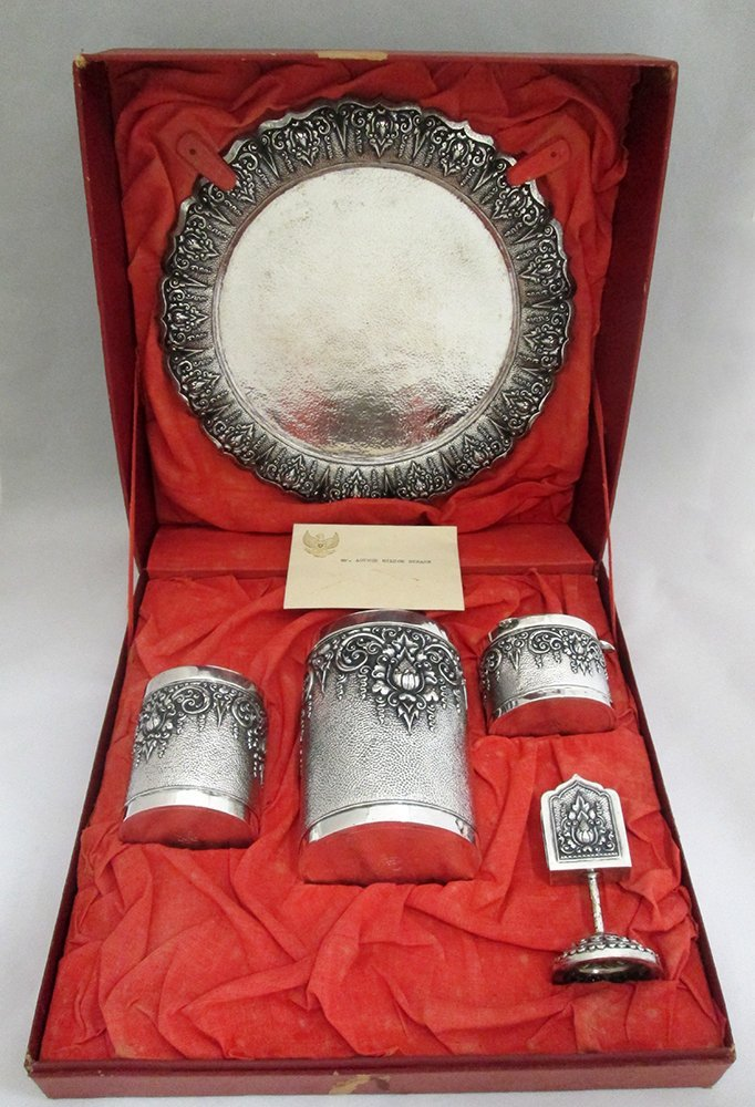 INDONESIAN 850 SILVER PRESENTATION SMOKING SET