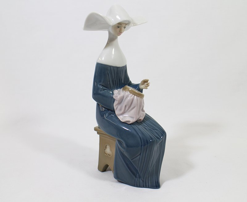 "LLADRO ""A TIME TO SEW"" NUN"