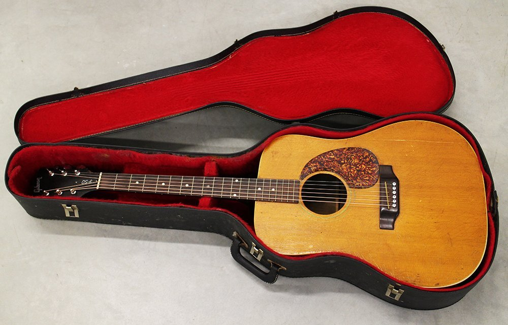 VINTAGE GIBSON J-50 ACOUSTIC GUITAR
