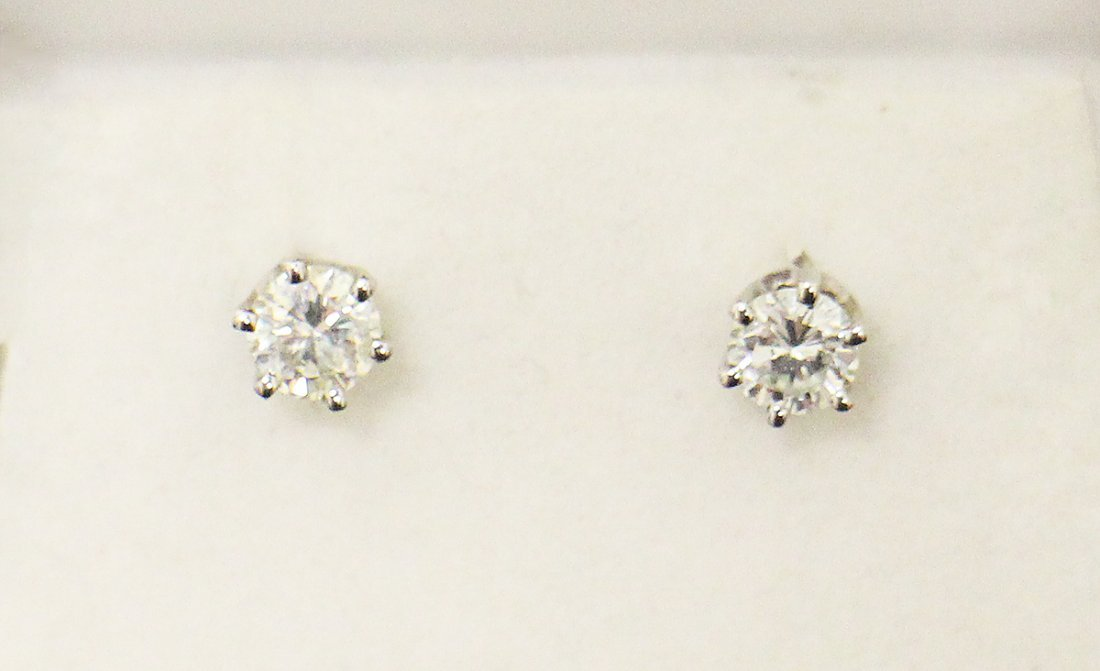 .60 TCW DIAMOND STUD EARRINGS