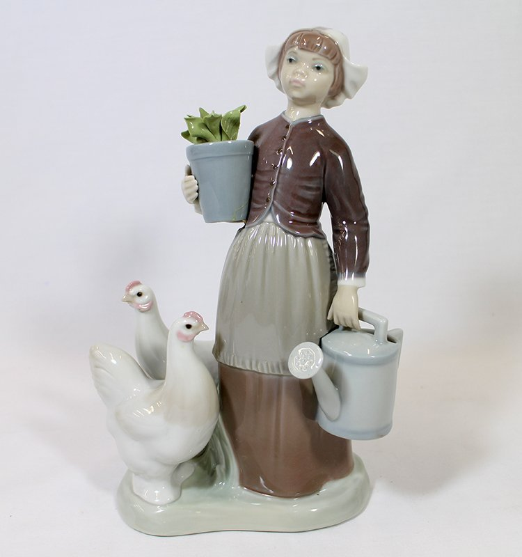 LLADRO DUTCH GIRL WITH CHICKENS FIGURINE