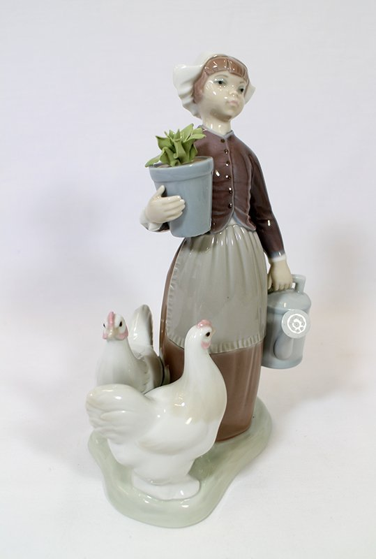 LLADRO DUTCH GIRL WITH CHICKENS FIGURINE - 2