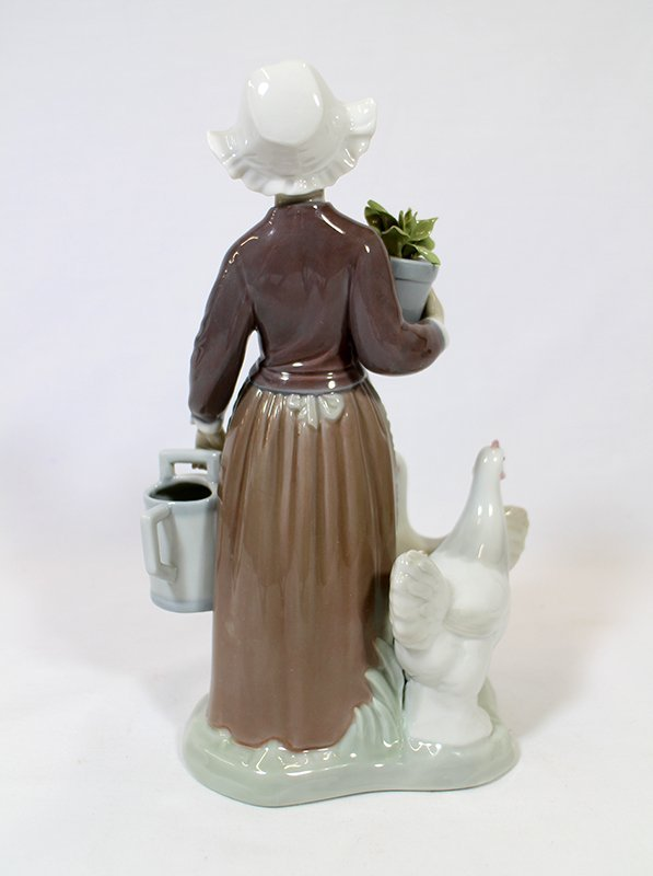 LLADRO DUTCH GIRL WITH CHICKENS FIGURINE - 3