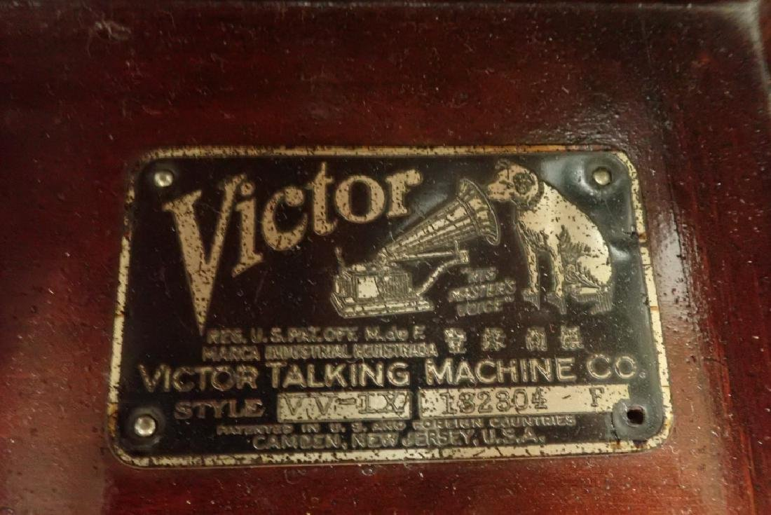 Mahogany Table Top Victrola, Victor Model VV-IX - 5