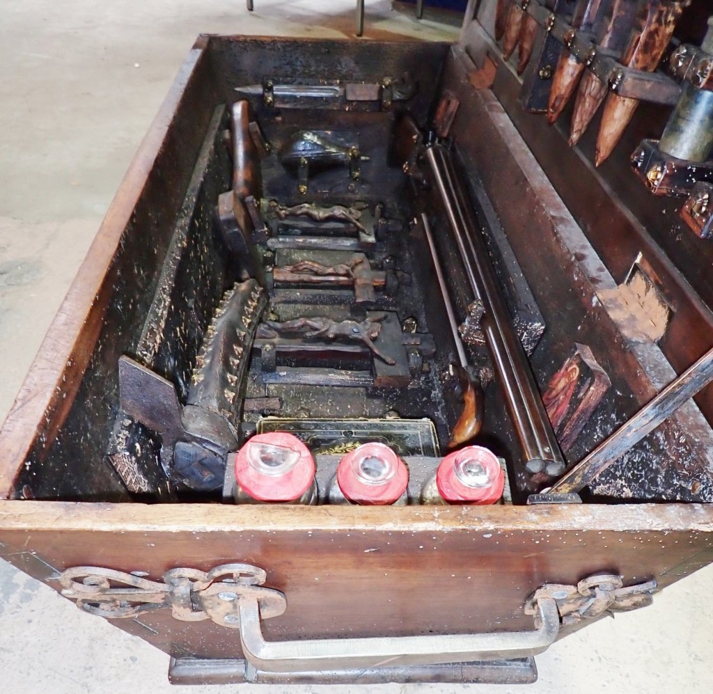 Vampire Hunting Kit in Coffin Box - 10