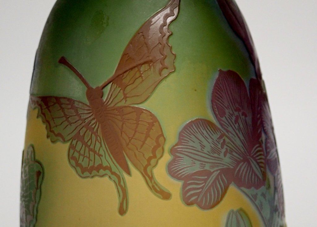Cameo Glass Style Vase Signed M.D. Mann - 10