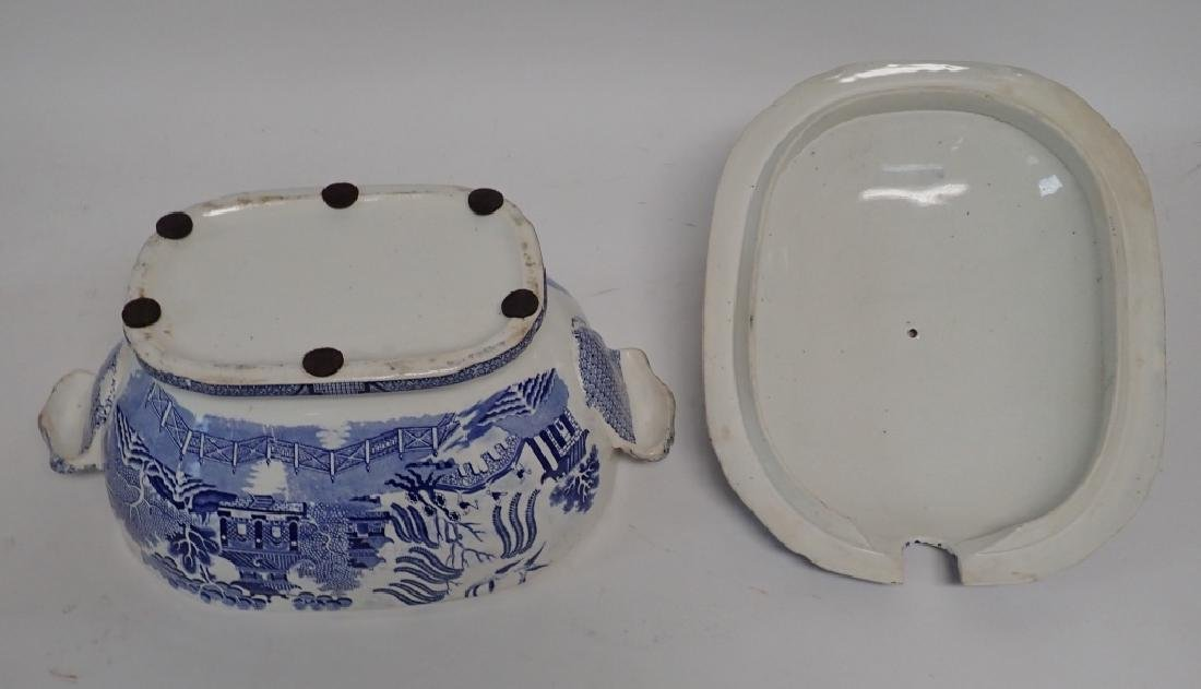 Blue Willow Soup Tureen, Shaker Set and Book - 3