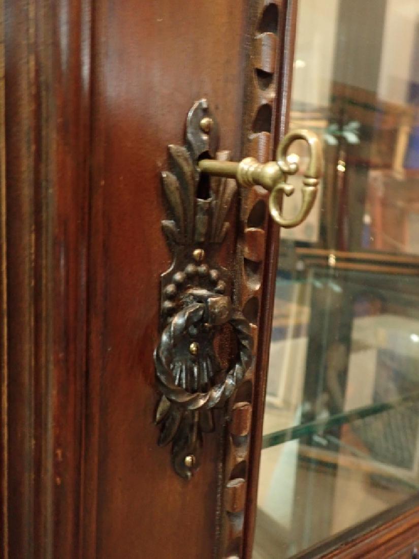 Renaissance Revival Carved Curio Cabinet - 5