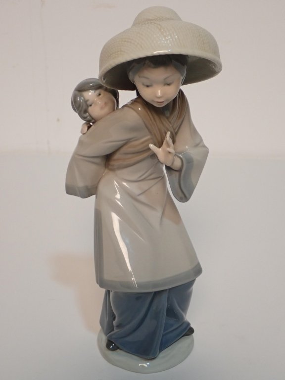 Grouping of Large Lladro Figurines - 9