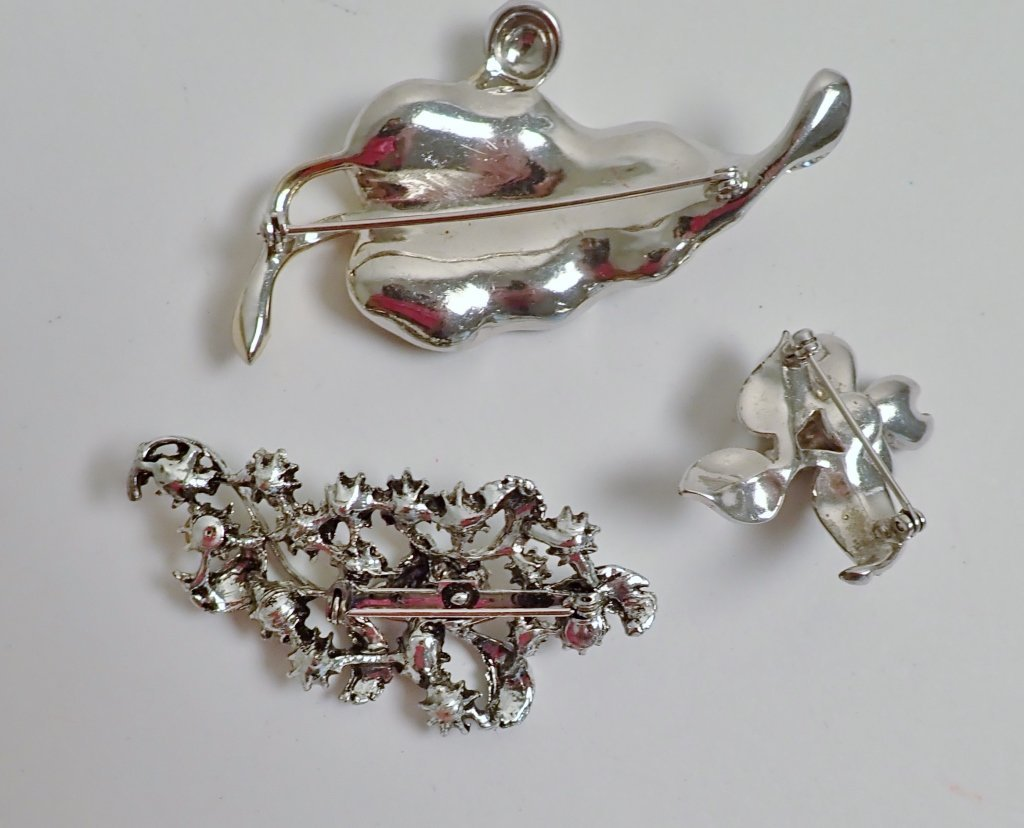 Three Vintage Faux Diamond Brooches - 2