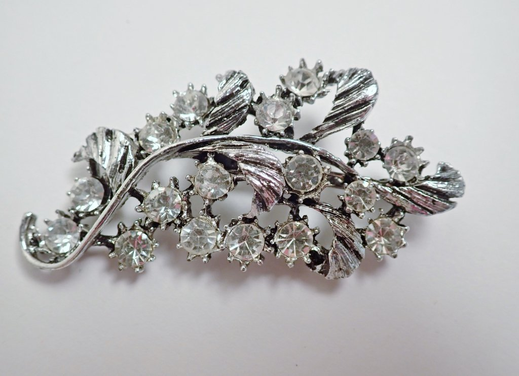 Three Vintage Faux Diamond Brooches - 3