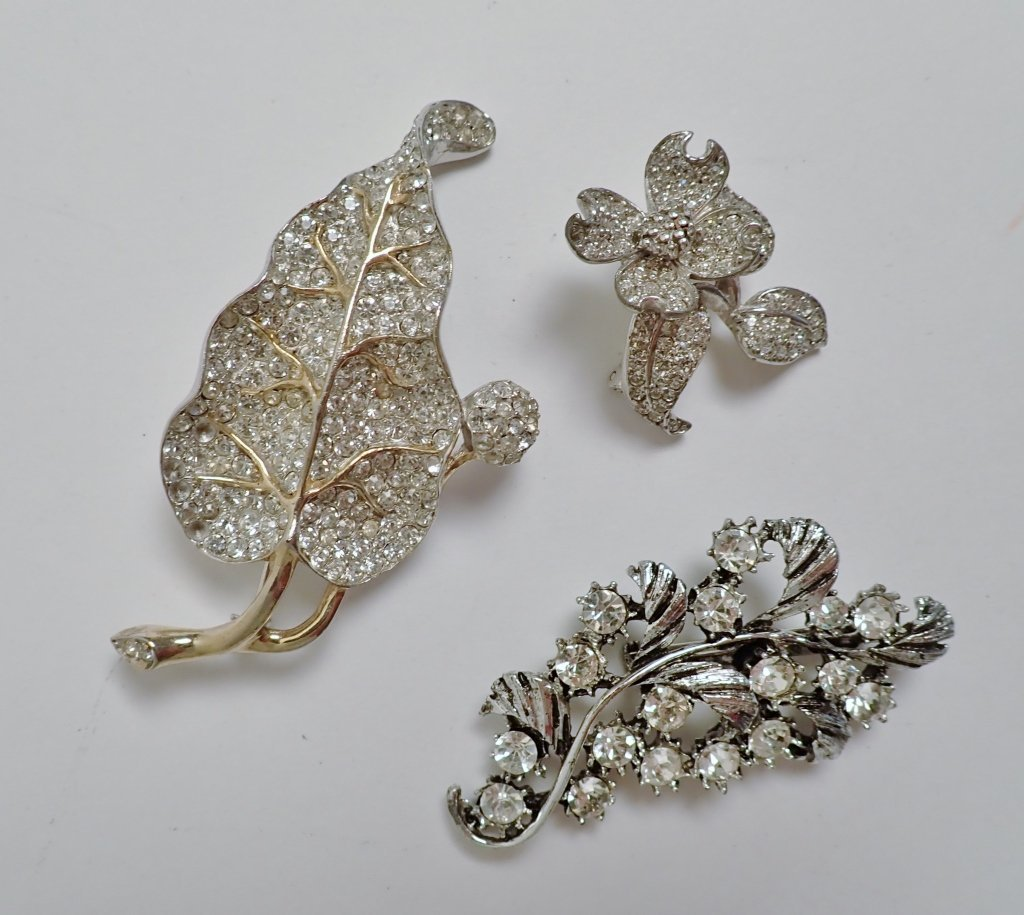 Three Vintage Faux Diamond Brooches - 9