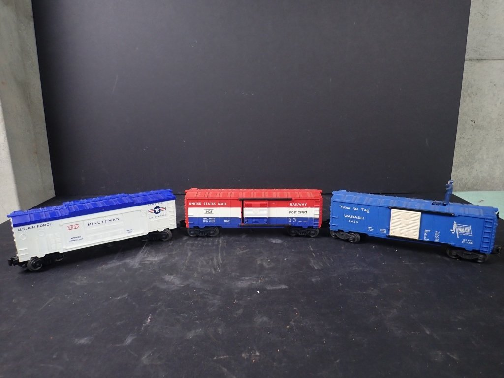 Assortment of USA Themed Lionel Boxcars