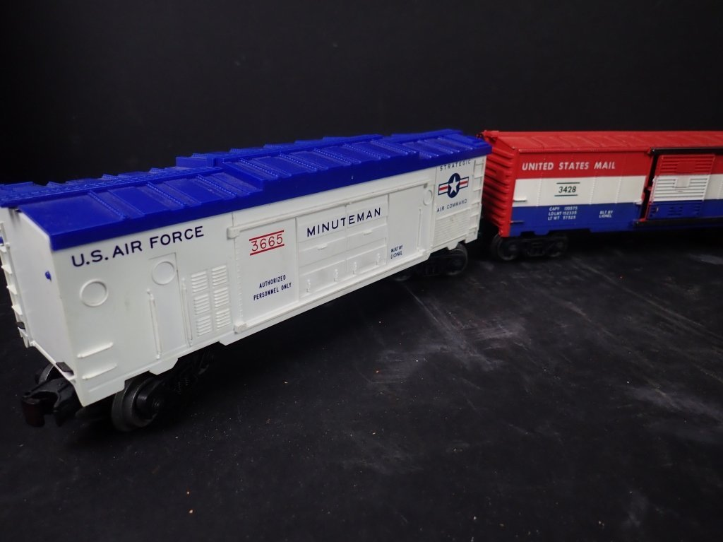 Assortment of USA Themed Lionel Boxcars - 2