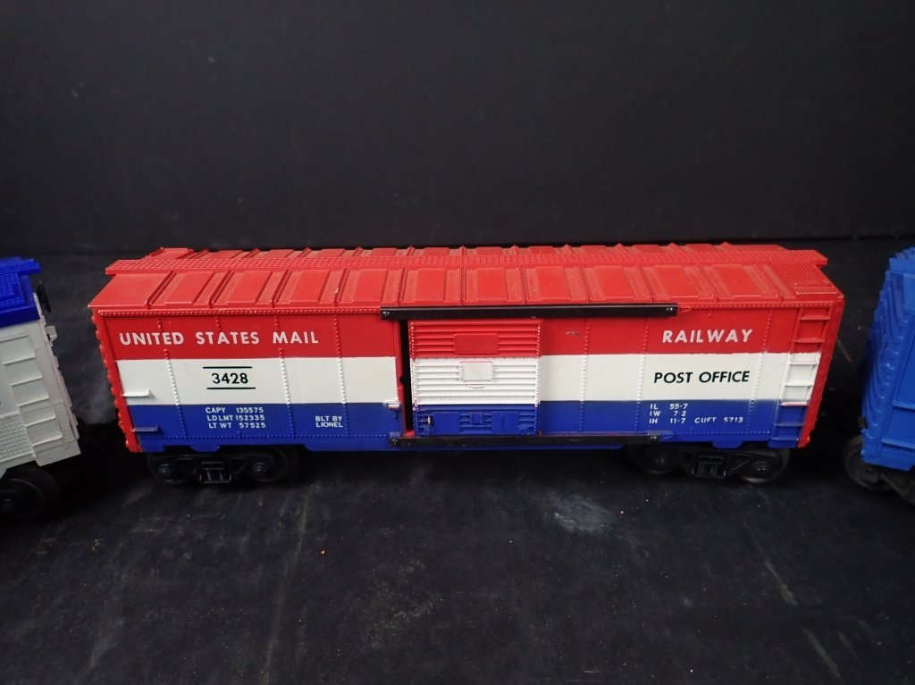 Assortment of USA Themed Lionel Boxcars - 3