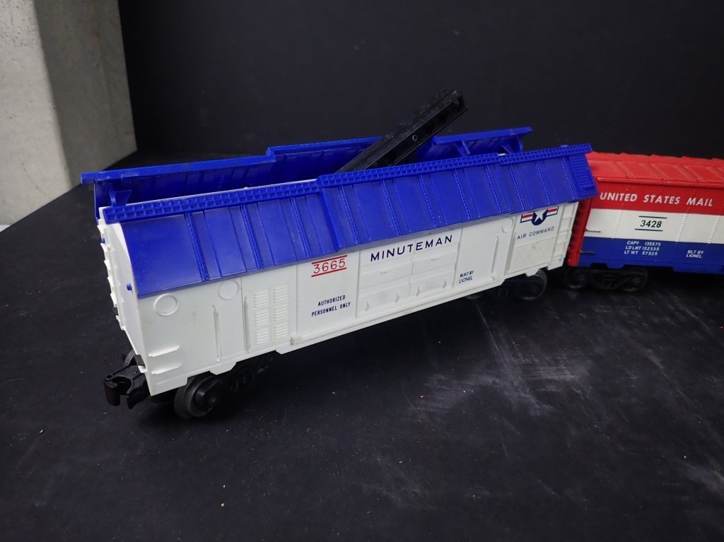 Assortment of USA Themed Lionel Boxcars - 5