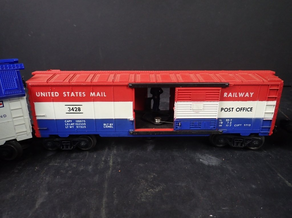 Assortment of USA Themed Lionel Boxcars - 6