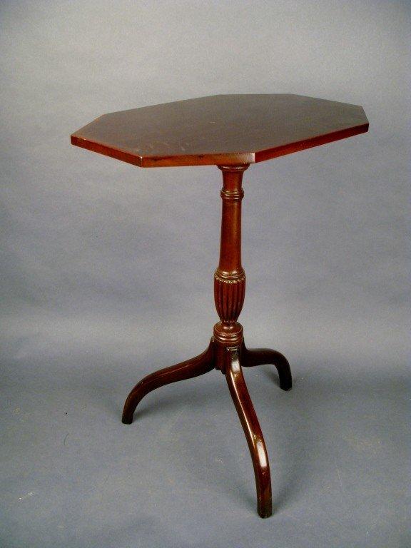 10: Tilt- top table