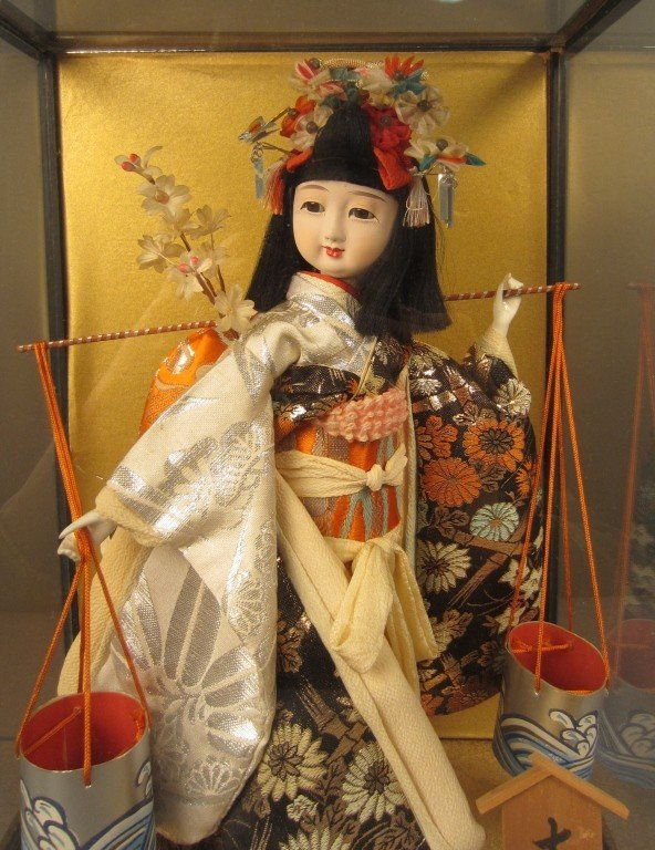 88: Japanese doll in wood and glass case - 2