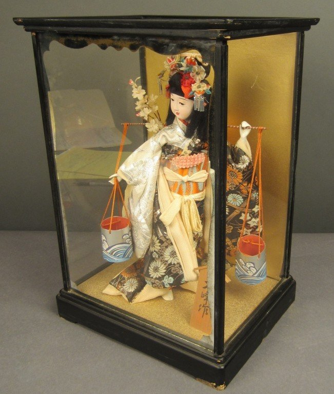 88: Japanese doll in wood and glass case - 6