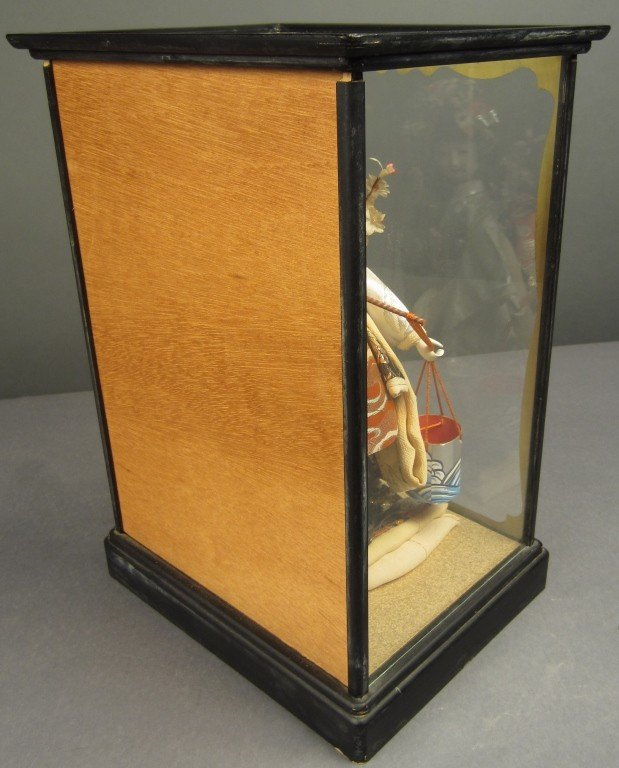 88: Japanese doll in wood and glass case - 7