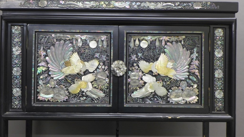 Korean Black Lacquer and Mother of Pearl Cabinet - 4