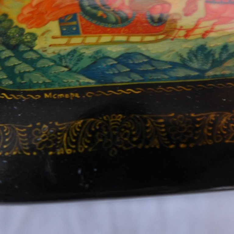 Russian Lacquer Boxes & Brooches - 10