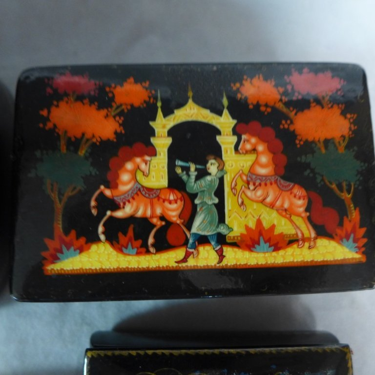 Russian Lacquer Boxes & Brooches - 3