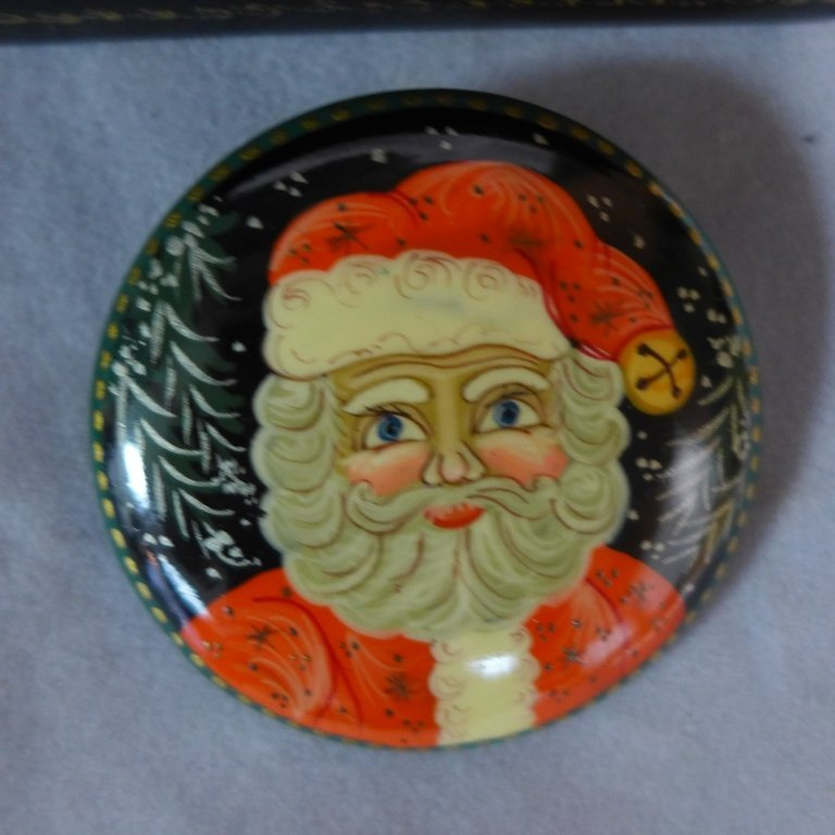 Russian Lacquer Boxes & Brooches - 5
