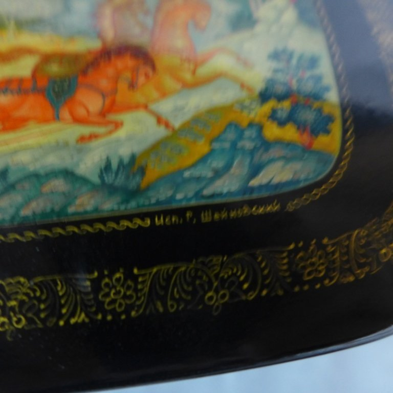 Russian Lacquer Boxes & Brooches - 9