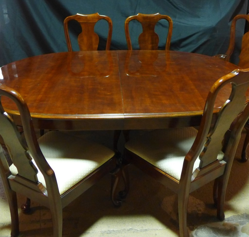 Henredon Dining Table and Chairs - 2