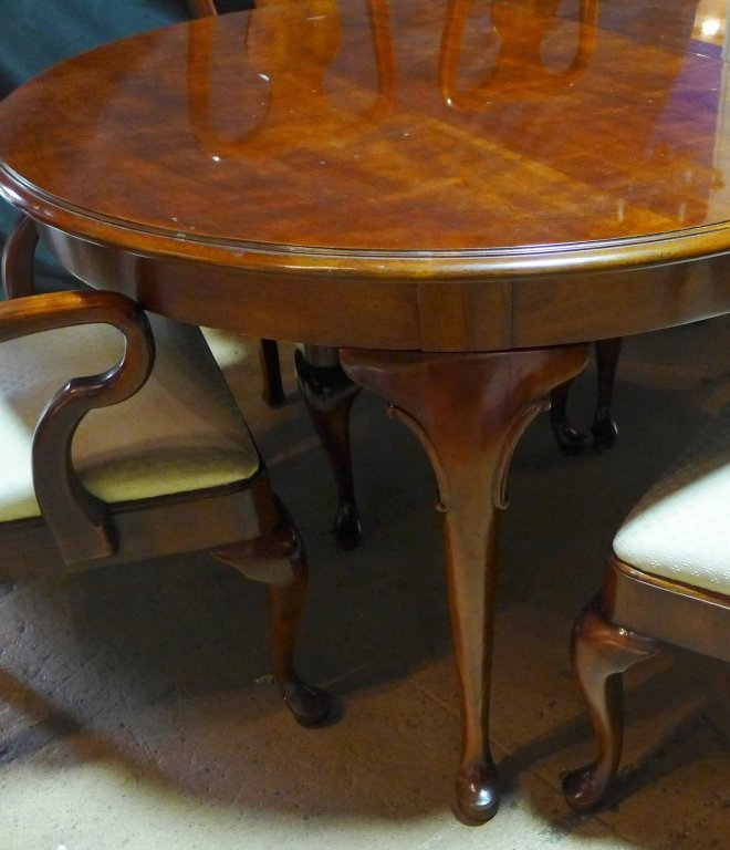 Henredon Dining Table and Chairs - 3