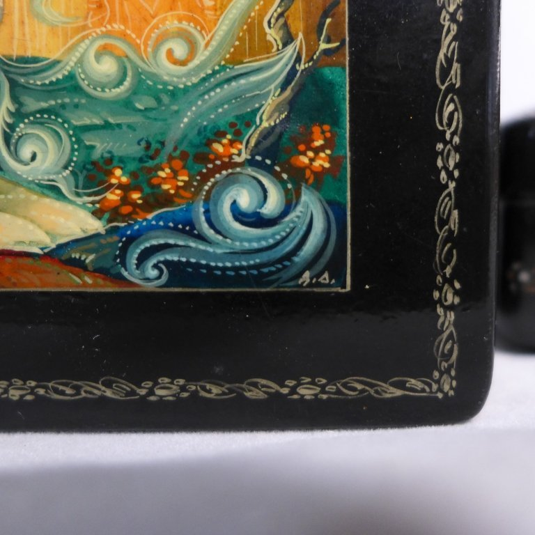 Two Russian Lacquer Boxes - 4