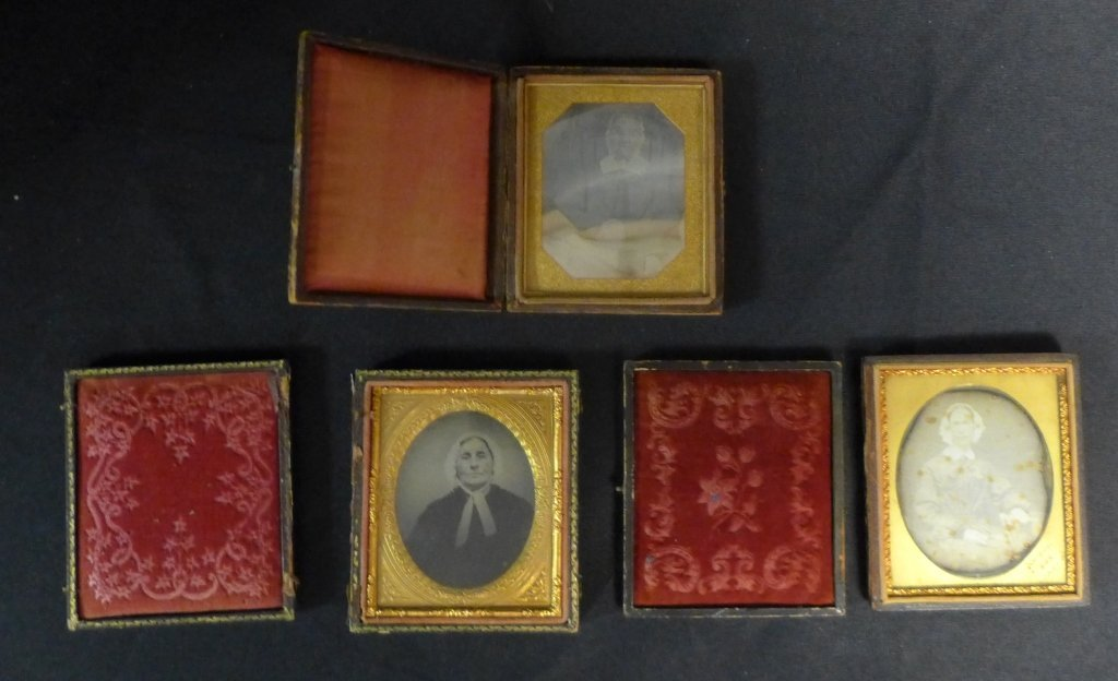 Three Ambrotypes / Daguerreotypes of Women - 9