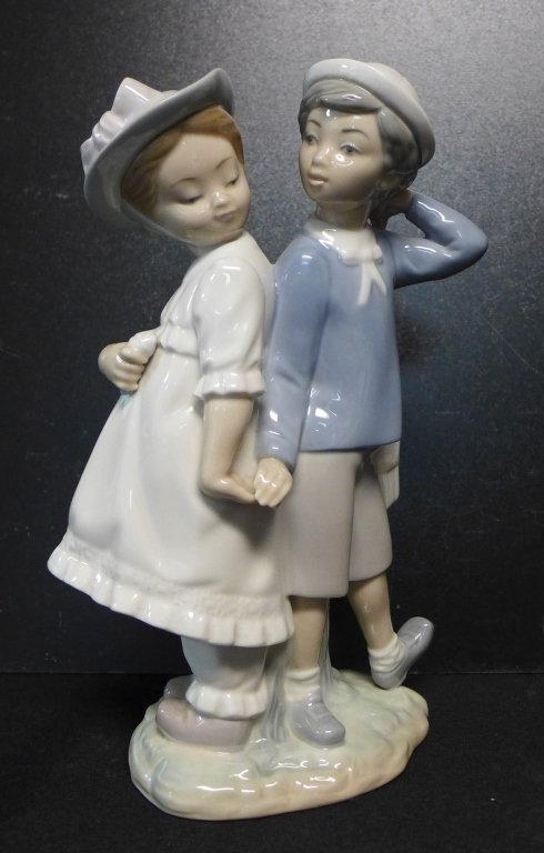 Lladro Figurine Boy and Girl Holding Hands